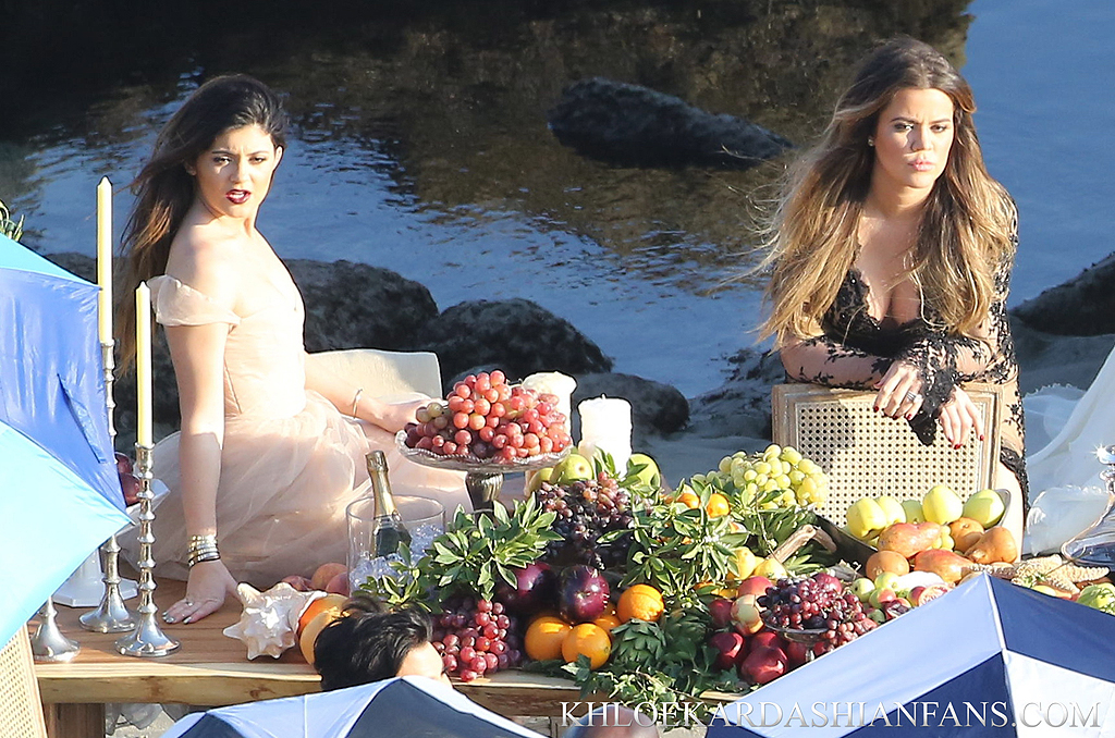 (66 PHOTOS)Khloe Kardashian on the beach with sisters for a photoshoot