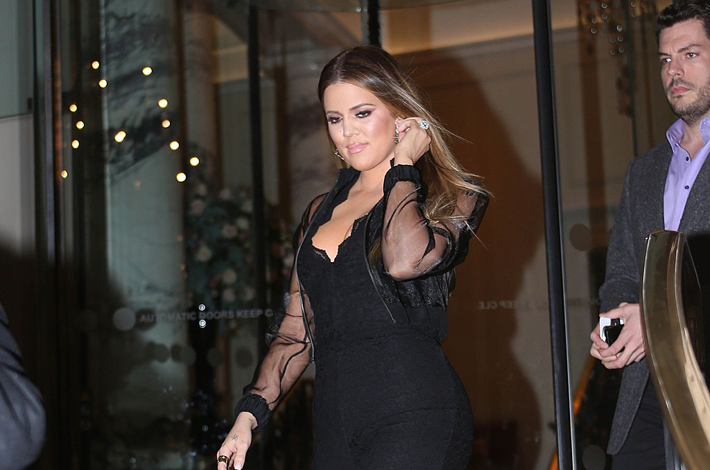 (15 PHOTOS) Khloe Kardashian leaving her hotel in London