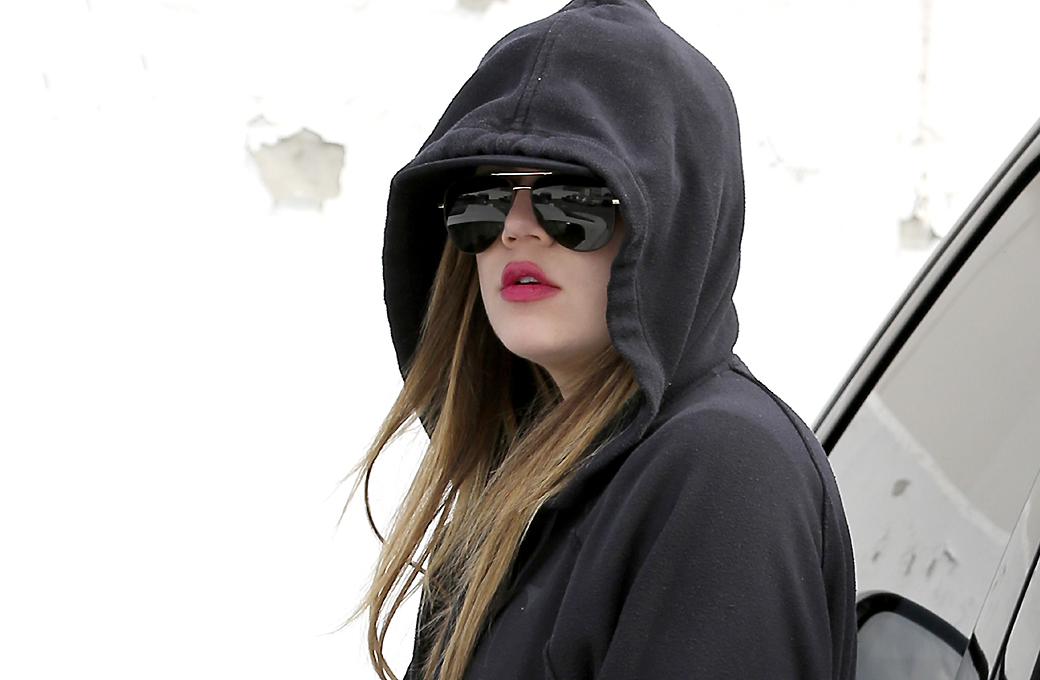 18 December – Khloe Kardashian & Kendall Jenner were seen at Saint John's Health Center