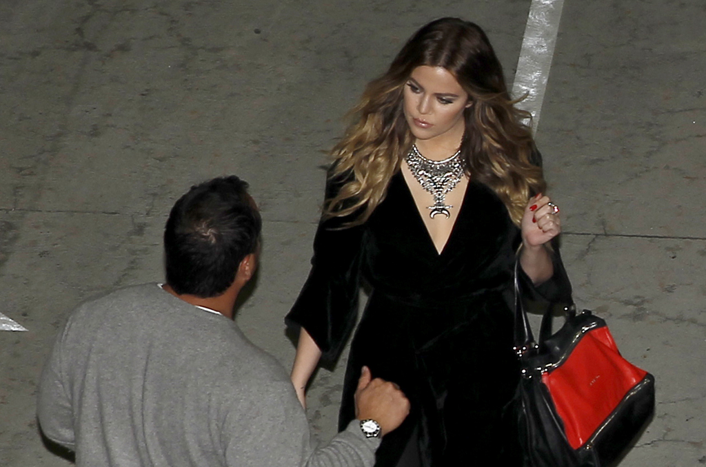 (11 PHOTOS) Kendall & Khloe attend the Beyonce, Mrs Carter World Tour