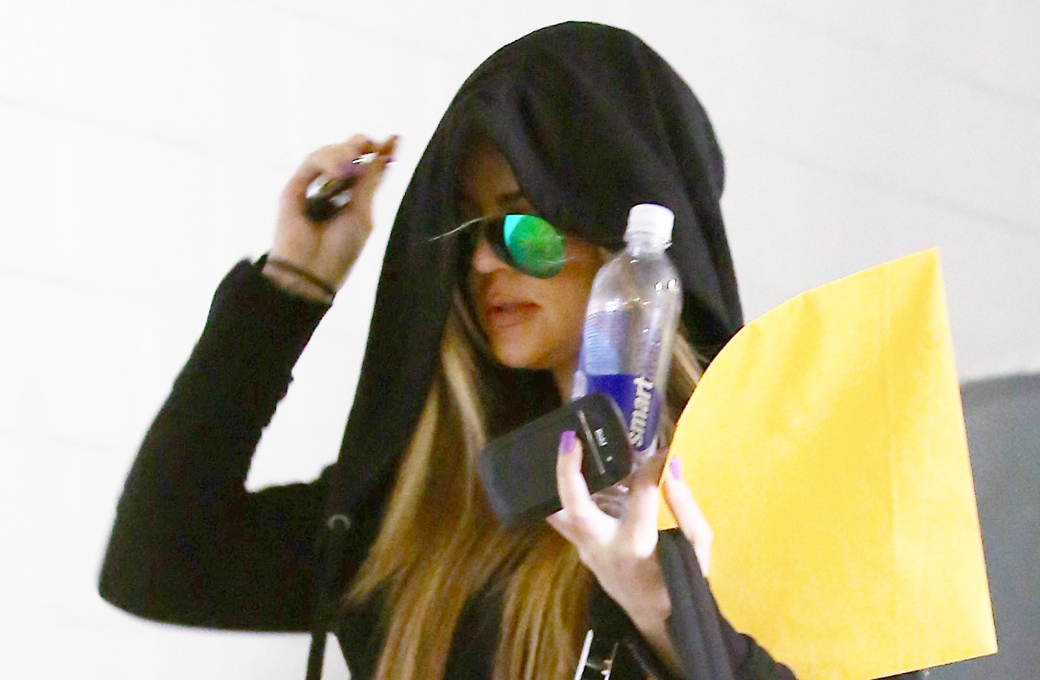 19 December – Khloe Kardashian arrives at the gym