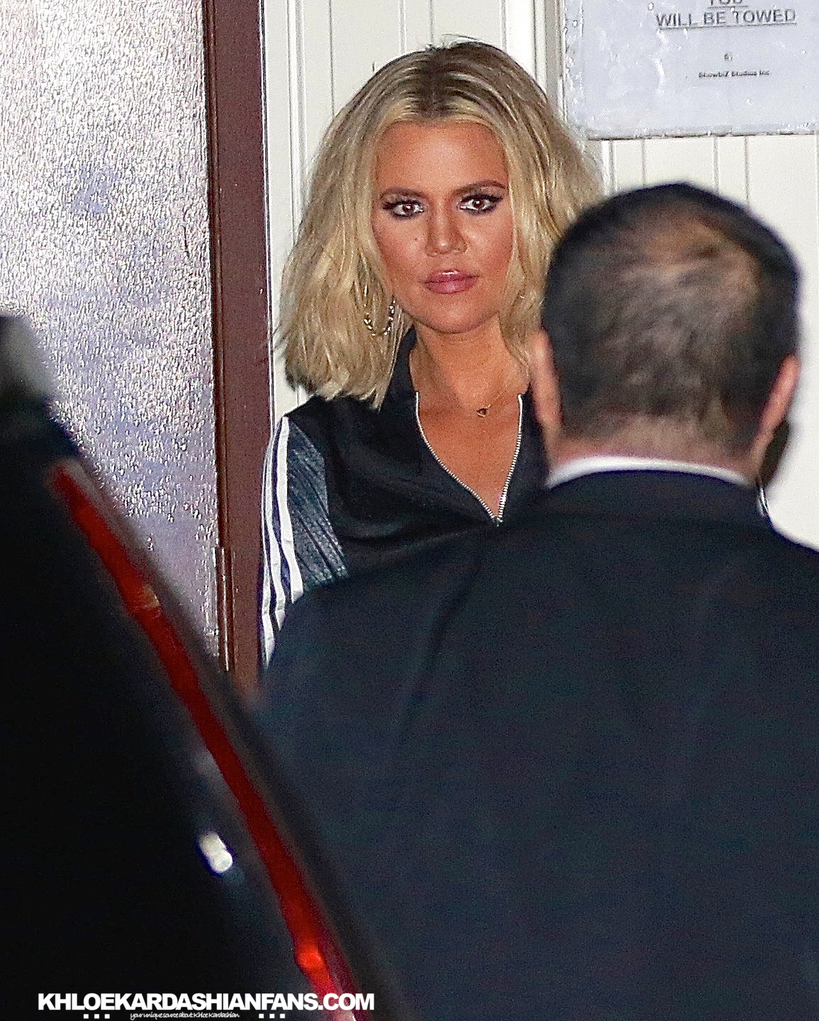 (PHOTOS+VIDEO) JANUARY 25,2016: KHLOE leaves the studio