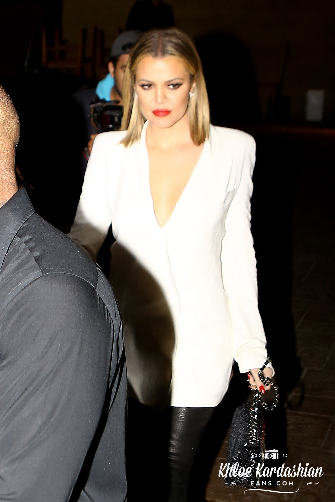 (PHOTOS+VIDEO) Feb 21, 2016: Khloé at Nobu