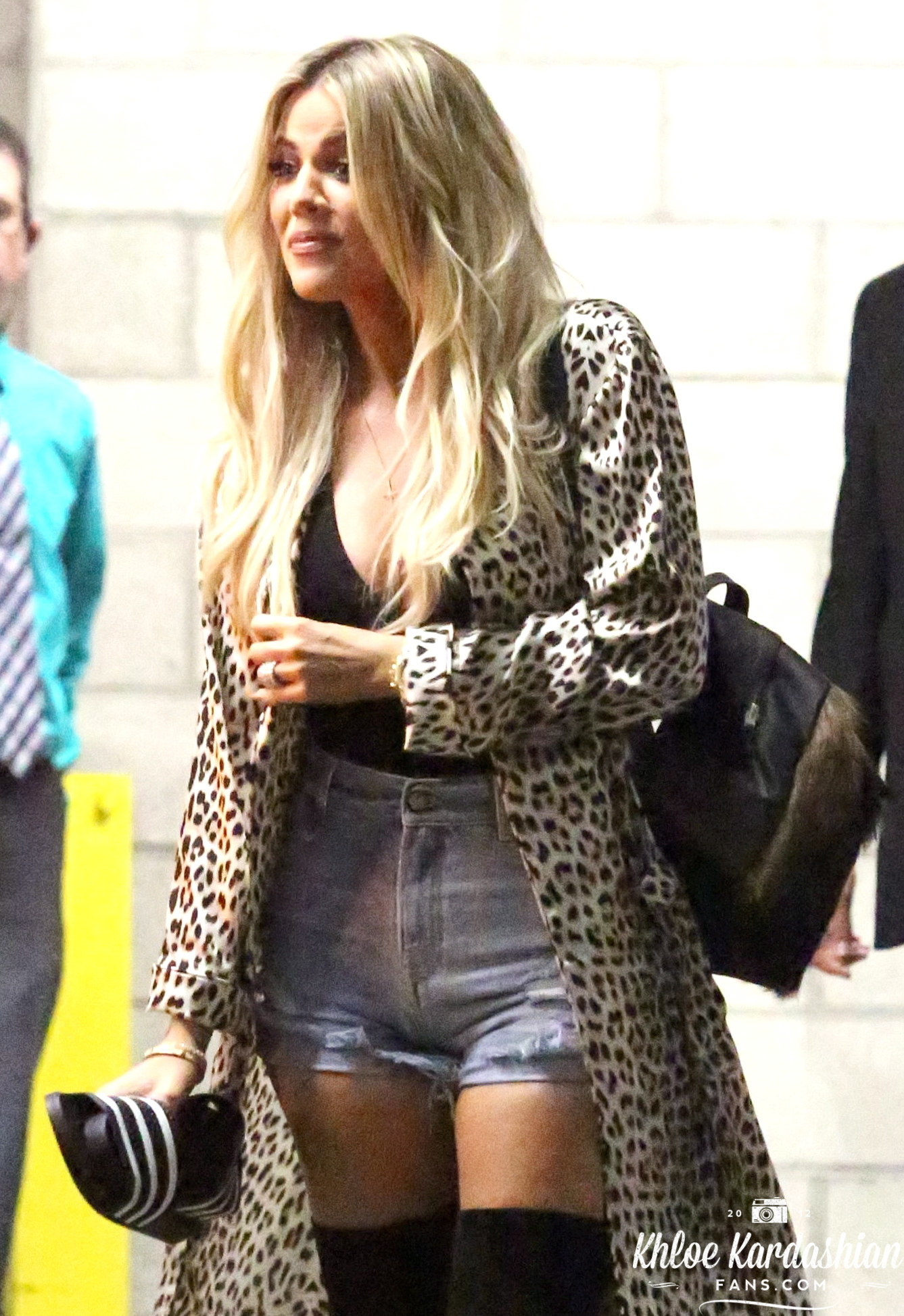 (PHOTOS) June 27, 2016: Khloé arrives at Dave & Buster's