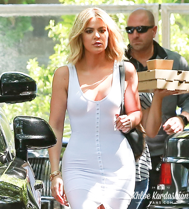(PHOTOS) June 20, 2016: Khloé lunch in Woodland Hills
