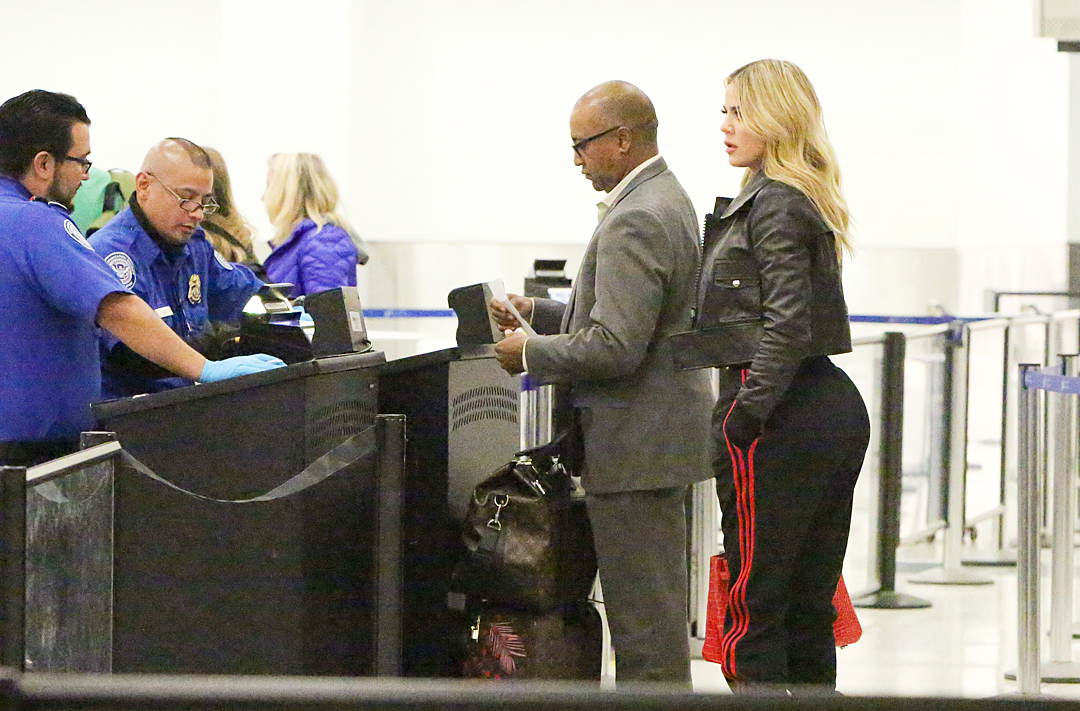 PHOTOS: Khloé at LAX airport
