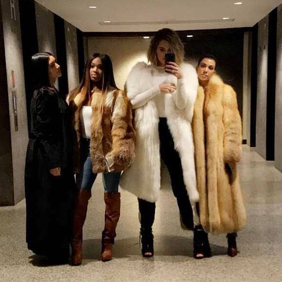 PHOTOS&VIDEOs: The Kardashians' sisters spotted in Cleveland