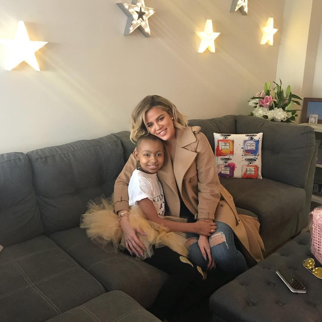 Khloé Kardashian visits young fan in the hospital