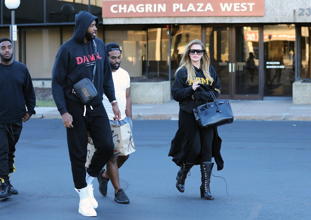 PHOTOS & VIDEO | October 01, 2017 – Khloé Kardashian & Tristan Thompson leaving Benihana Restaurant in Cleveland