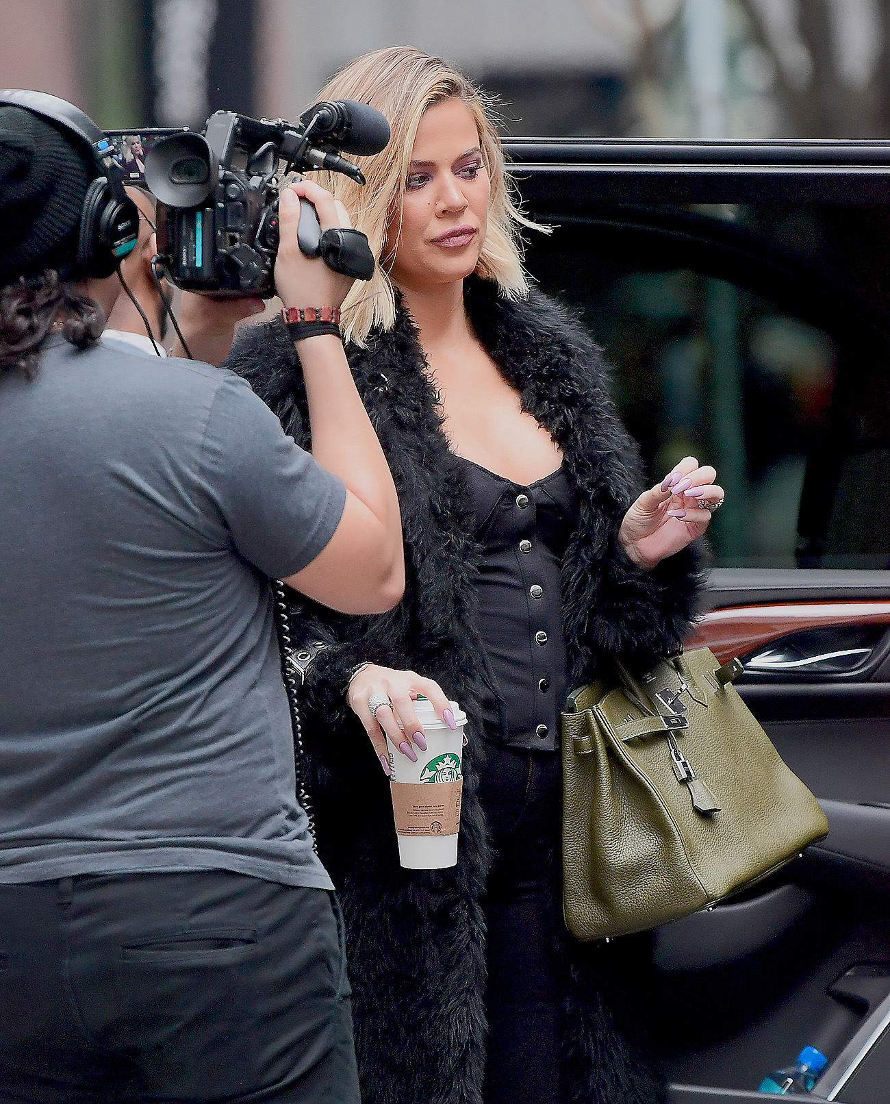 PHOTOS | October 26, 2017 – Khloe out and about in New York City!