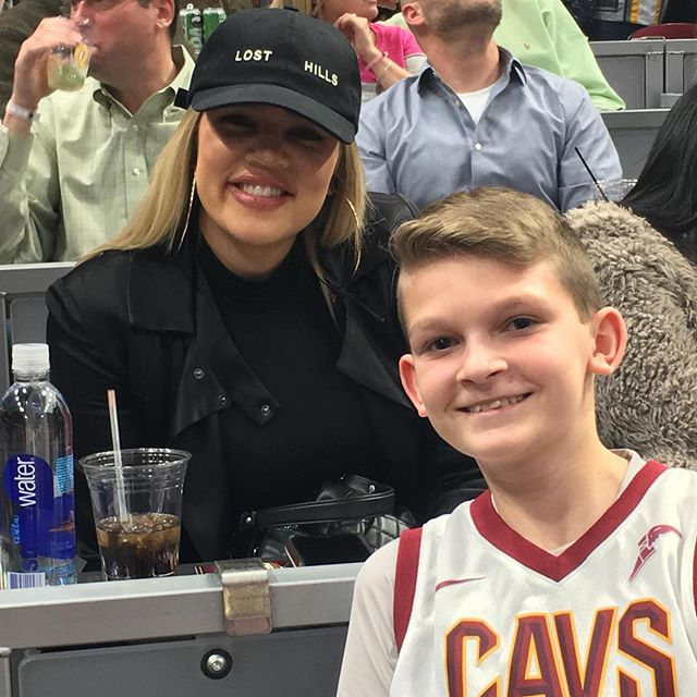 PHOTOS | January 26, 2018 – Khloe Kardashian at Cavs game in Cleveland