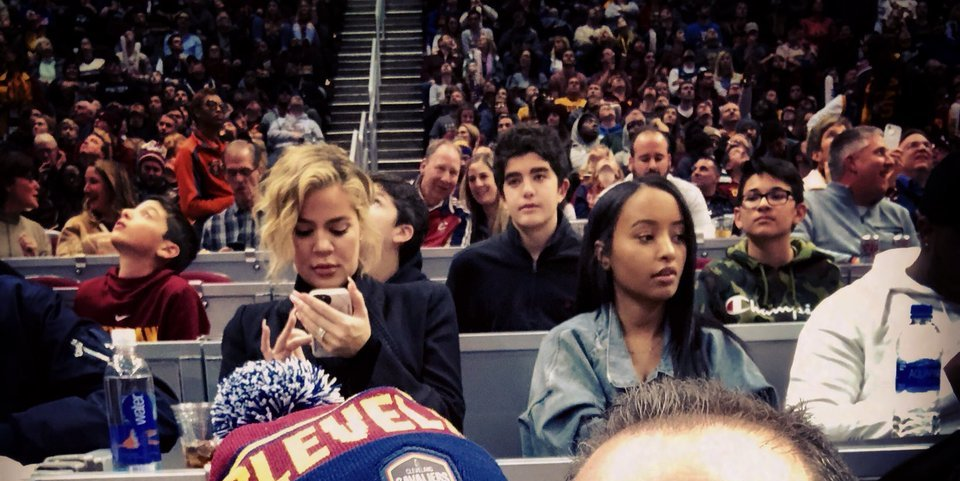 PHOTOS | January 02, 2018 – Khloe Kardashian at Cavs game in Cleveland