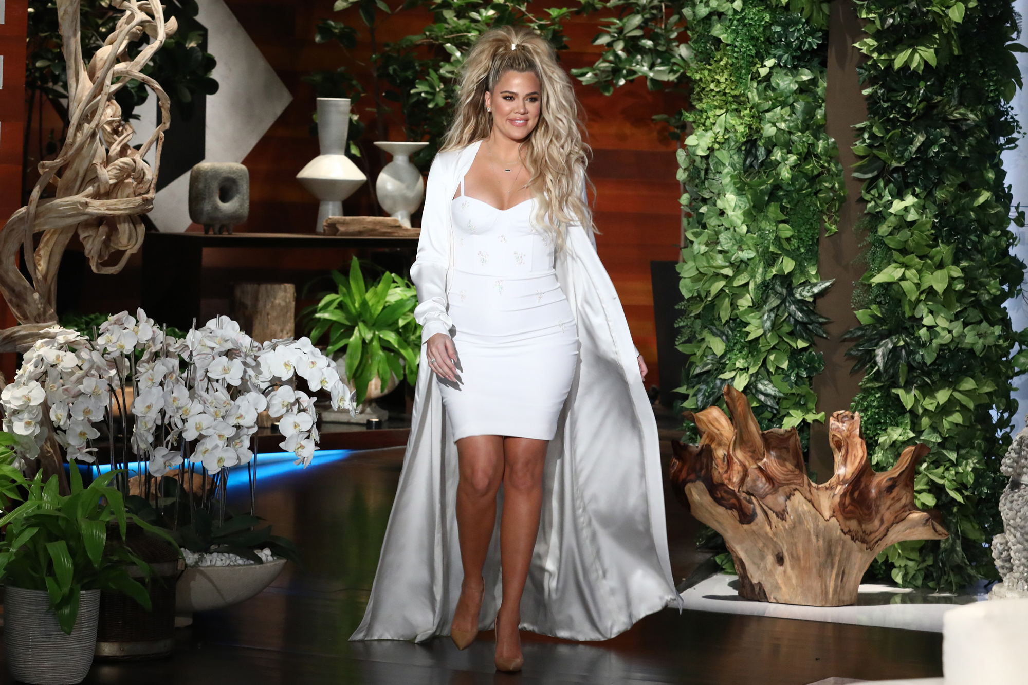 (VIDEO) WATCH!! Khloe Kardashian Makes First Appearance Since Announcing Her Pregnancy on Ellen Degeneres Show