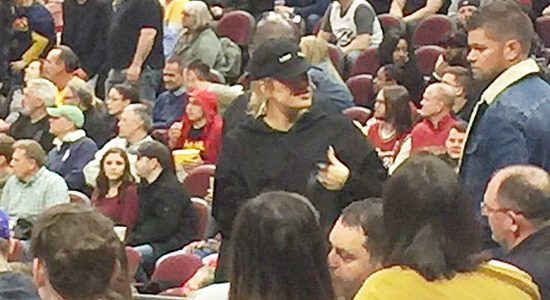PHOTOS | April 05, 2018 – Khloe Kardashian at Cavs game in Cleveland