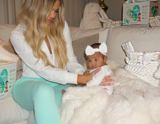 PHOTOS & VIDEO – June 30, 2018: Khloé Kardashian at home with True