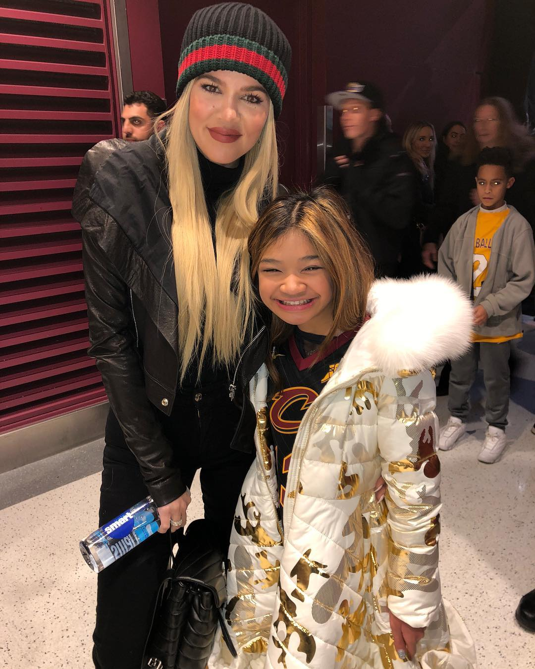 PHOTOS | November 21, 2018 – Khloe Kardashian at Cavs game in Cleveland