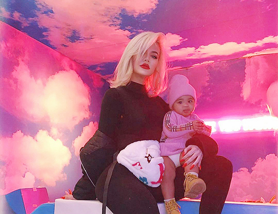 ALL DETAILS: Khloé Kardashian with True at Stormi's first birthday party