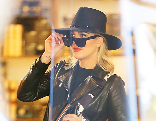 (PHOTOS+VIDEO) February 07, 2019: Khloé Kardashian & Kris Jenner Shopping in Calabasas