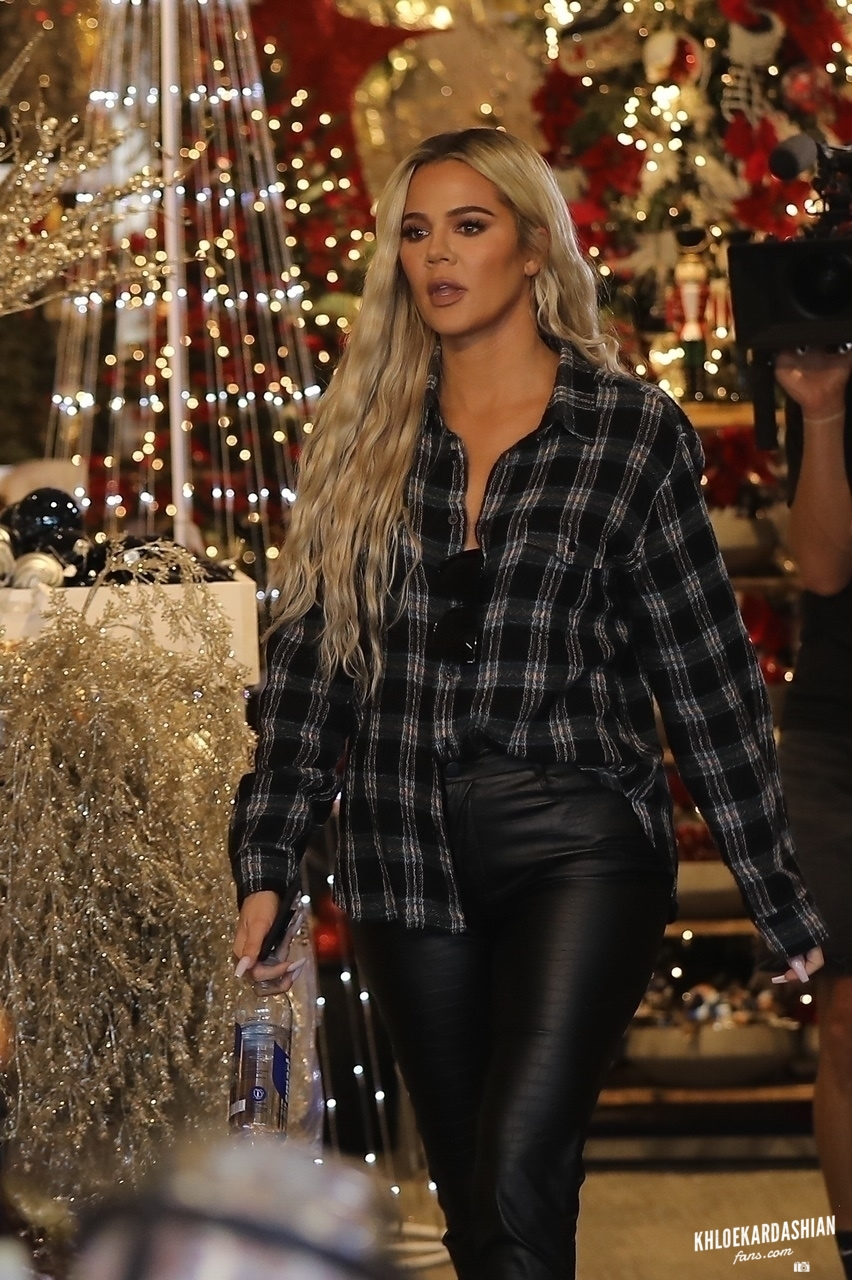 Oct 5: Khloe Kardashian shopping for Christmas decoration