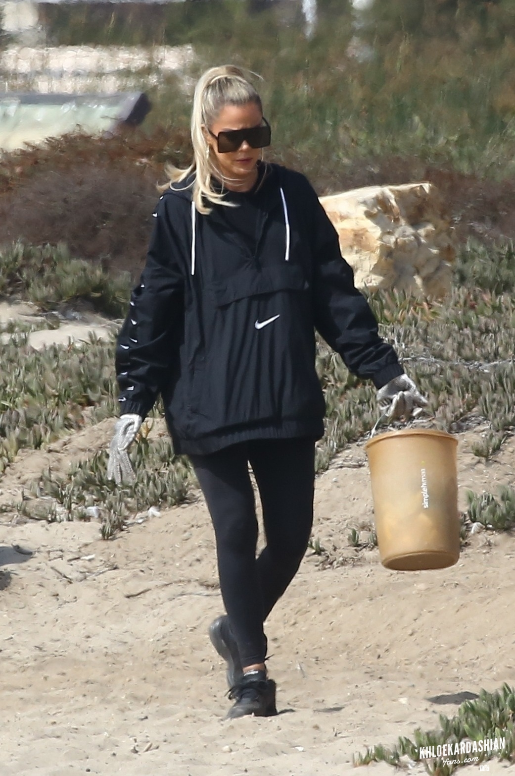 Oct 9: Kendall Jenner And Khloe Kardashian Clean Beach In Malibu