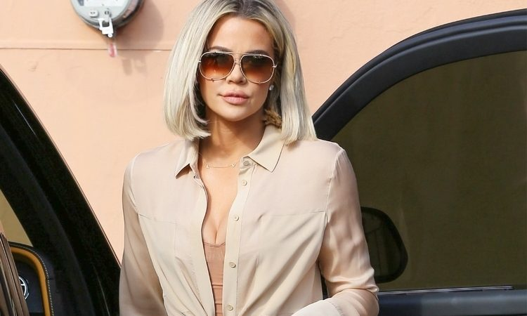 (PHOTOS & VIDEOS) January 16: Kim & Khloe Kardashian Lunch Together in Encino