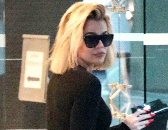 (PHOTO) December 31, 2019 – Khloé Kardashian visits doctor's office