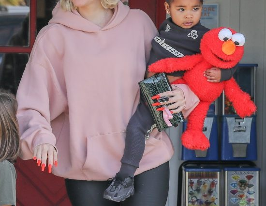 (PHOTO+VIDEO) January 4, 2020 – Khloé Kardashian going to the Calabasas Saddlery