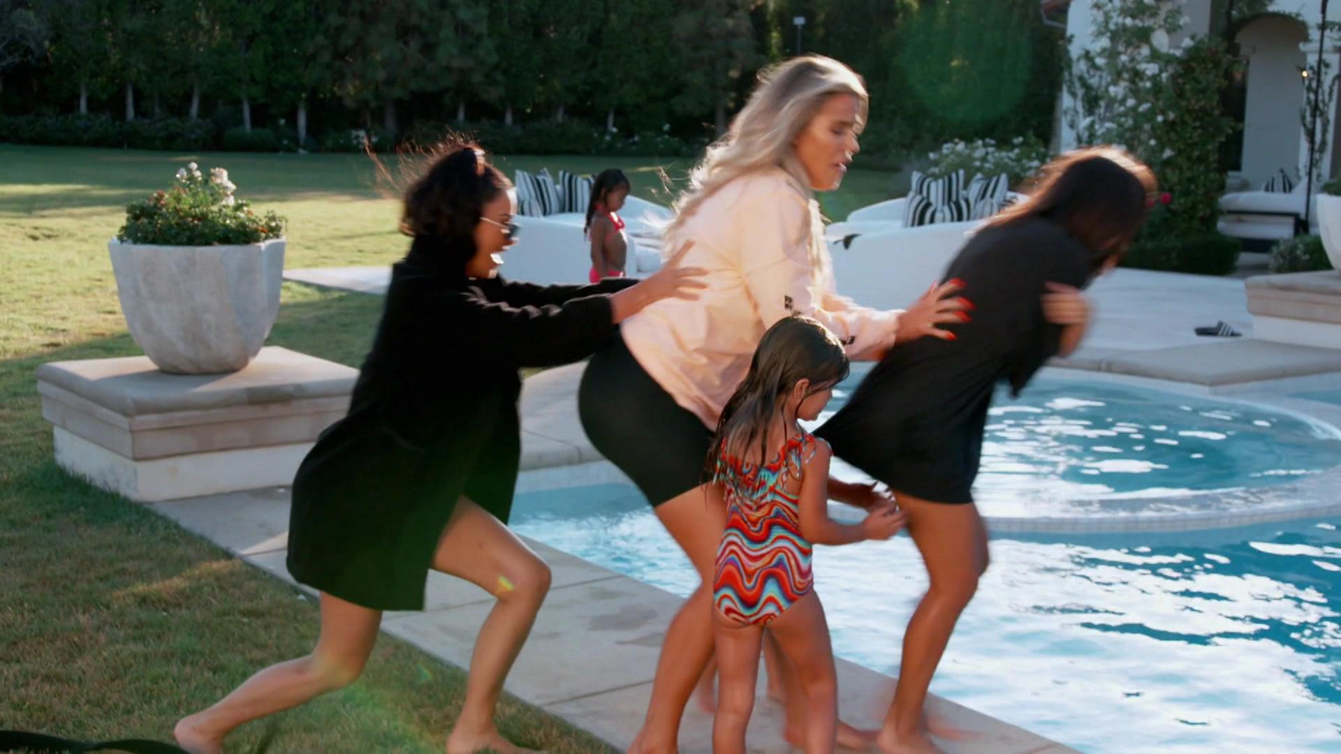 Khloe Kardashian Fansite 0150 Keeping Up With The Kardashians – EPISODE 15.15 - Stacking the Deck! - Video streaming, Caps & Ratings