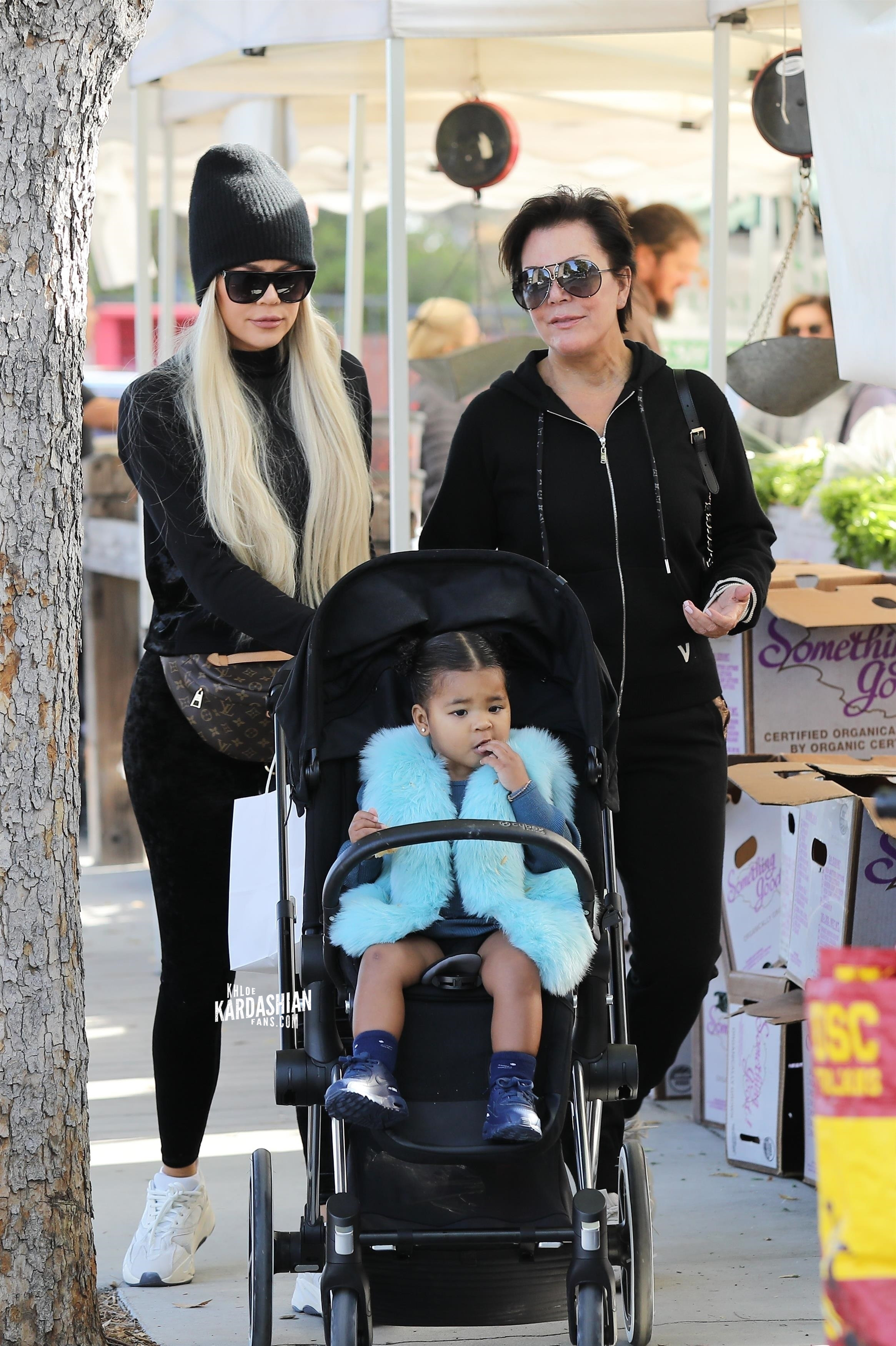 Nov 2: Khloe Kardashian at the farmer's  market in Calabasas
